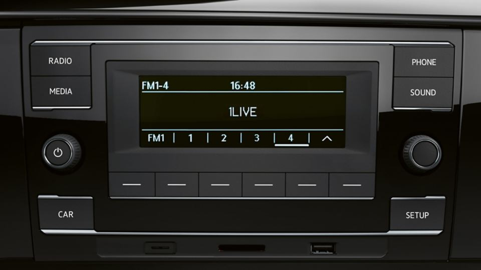 "Detailansicht des Radio ""Composition Audio"" im VW Caravelle 6.1"